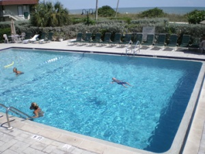 West Wind Innpool to beach